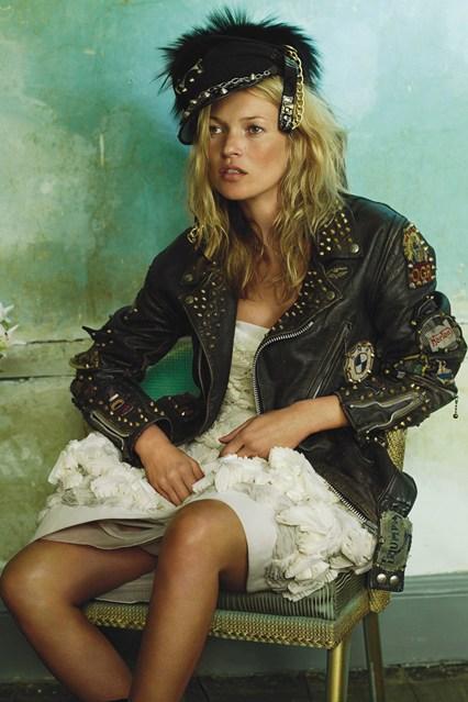 Kate-Moss-2008-Biker-Jackets-Vogue-11Dec15-Mario-Testino_b_426x639